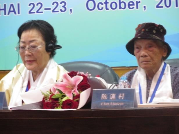 照片七 中韓兩位慰安婦幸存者