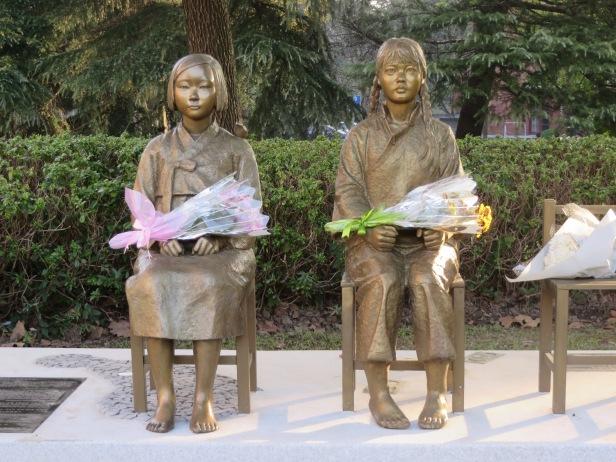 照片八 上海慰安婦紀念銅像