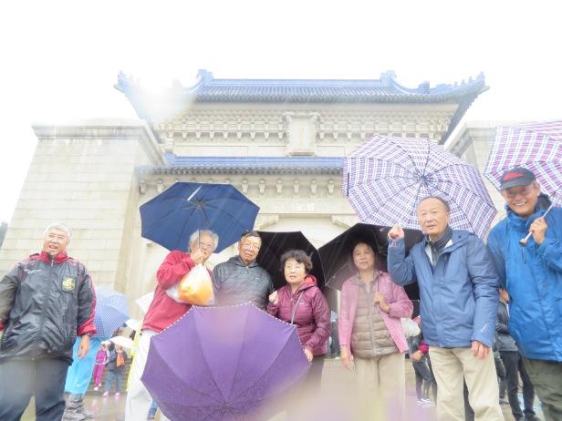 照片十六 史維會同仁在南京中山陵合影